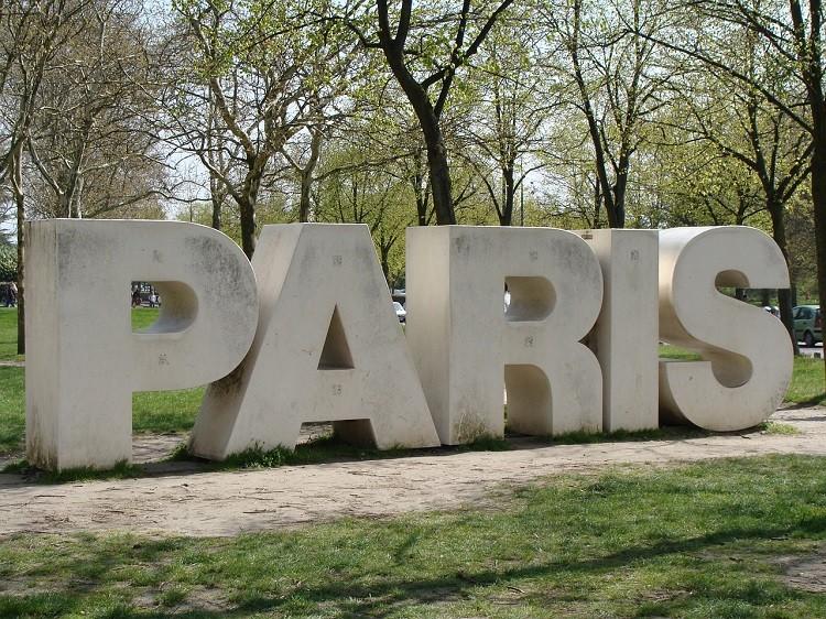 Paryż, miastem podróżnych